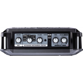ROLAND MOBILE CUBE BATTERY POWERED STEREO AMP.